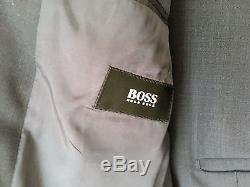 Hugo Boss 42R Men's Slim Fit suit, pre-owned